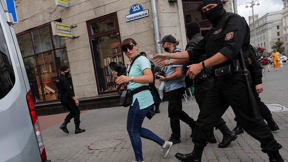 СЖР потребовал освободить задержанных в Минске российских журналистов