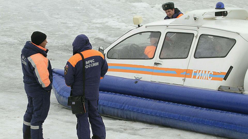 Женщина чудом выжила, провалившись под лед в Башкирии