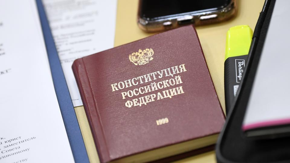 Большинство россиян считают безопасным голосование по Конституции