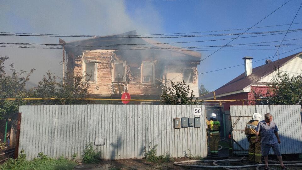 Названа причина охватившего десять домов страшного пожара в Самаре