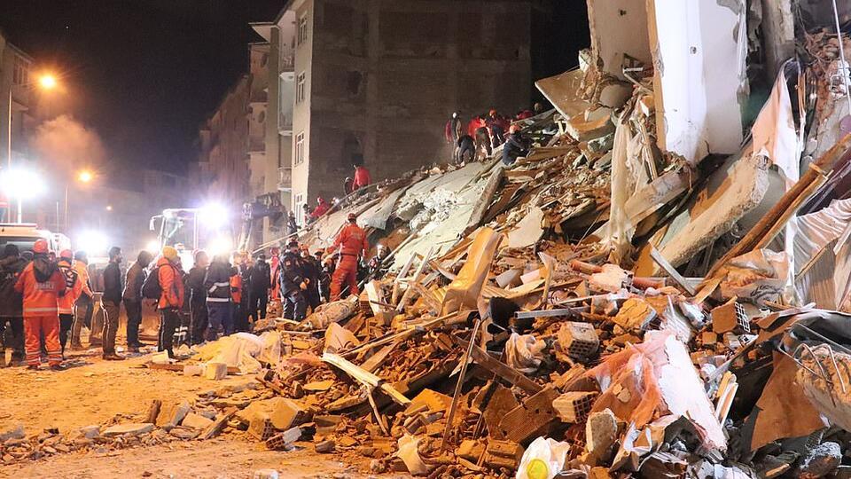 На востоке Турции зарегистрировали почти 230 повторных толчков