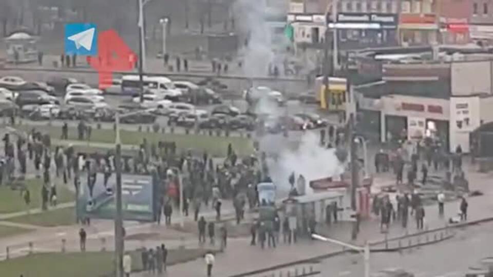 В Минске против демонстрантов применили светошумовые гранаты