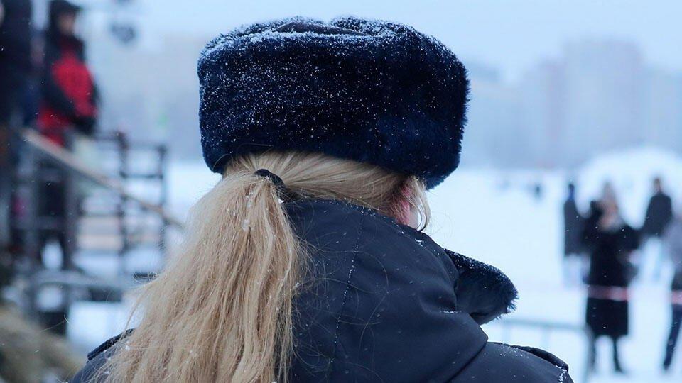 Онколог рассказал, могут ли шапки и правда вызвать рак