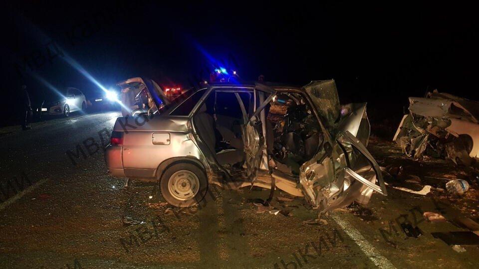 Фото с места смертельной аварии в Калмыкии, где погибли пять человек