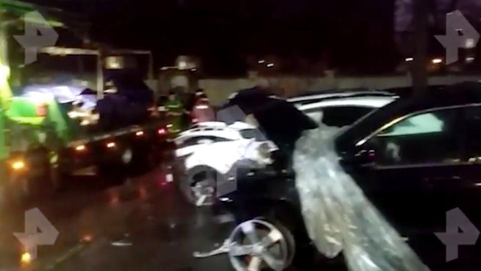 Разбитое в ДТП авто Эдварда Била поставили рядом с джипом Ефремова