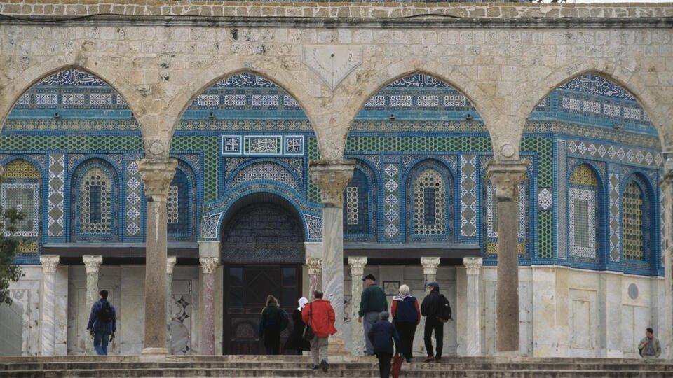 В Палестине сообщили, что силовики выгнали прихожан из мечети Аль-Акса