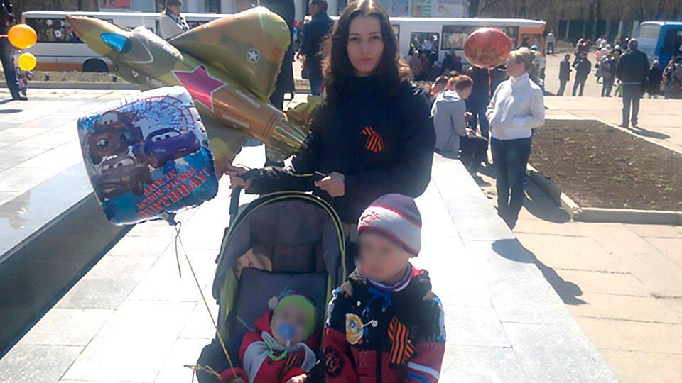 Брошенные в Шереметьево дети вернулись к матери