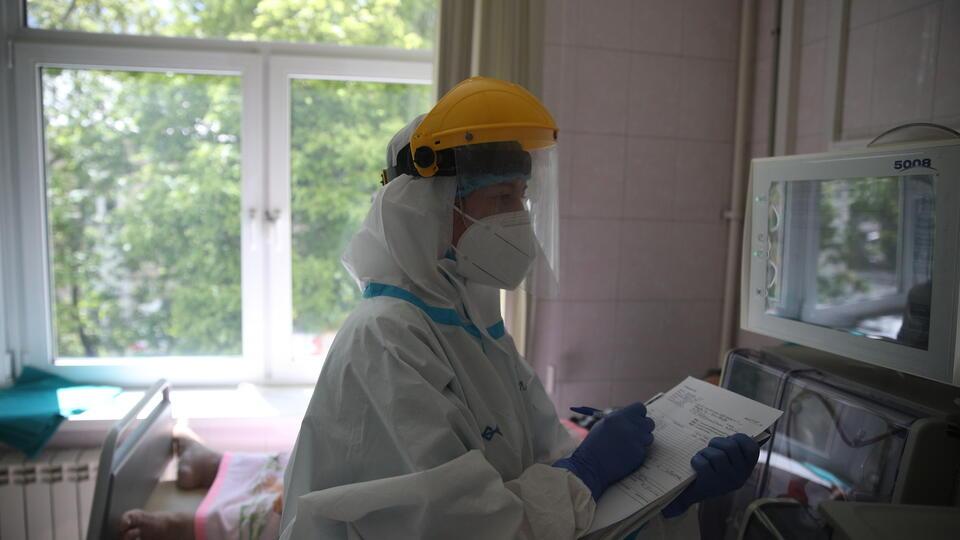 Молодежь легче переносит инфекцию при заражении новыми штаммами COVID
