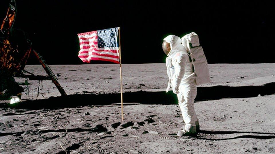 """НАСА опубликовало переговоры астронавтов """"Аполлона-11"""" при полете на Луну"""