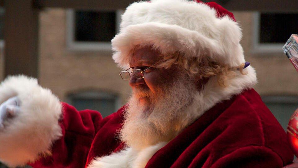 Испорченное COVID-19 Рождество: в США Санта не поздравит детей вживую