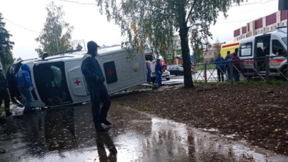 Три человека пострадали в ДТП со скорой помощью в Ленобласти