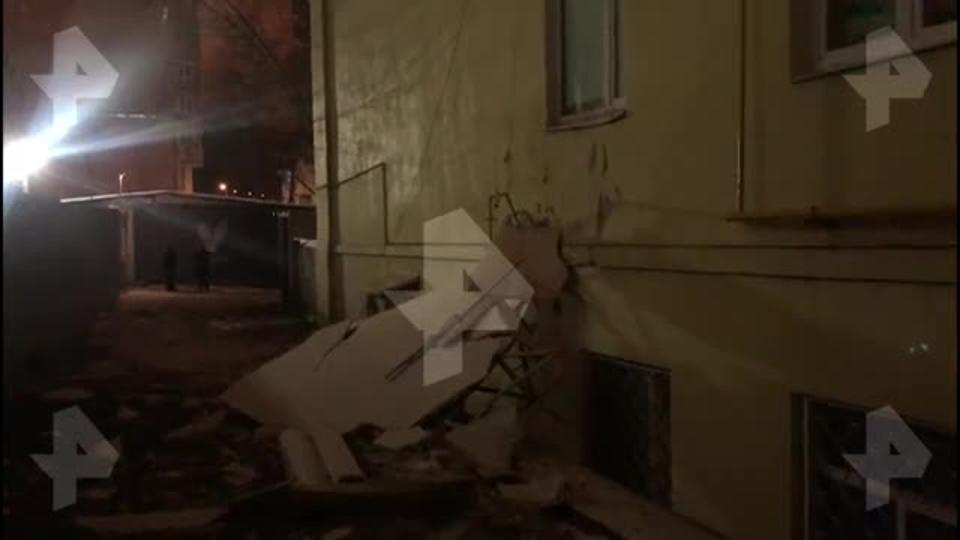 Видео с места обрушения крана на дом в Москве