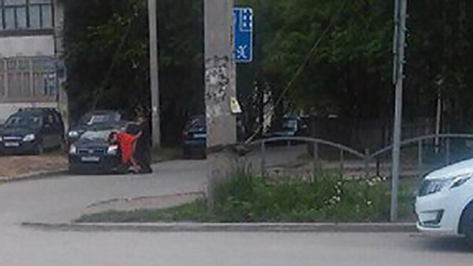В Воронеже выпускники занялись сексом прямо во дворе ФОТО
