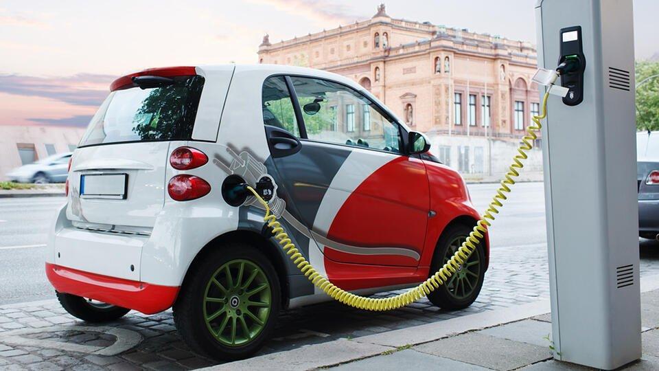 Россиянам предрекли тотальный переход на электромобили