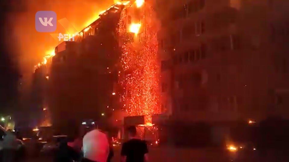 Припаркованные машины мешали тушить масштабный пожар в Краснодаре