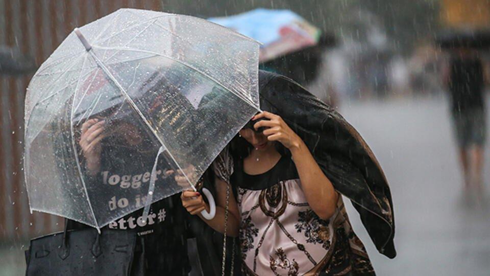 Ливни, снег, ураган: непогода продолжает бушевать в России