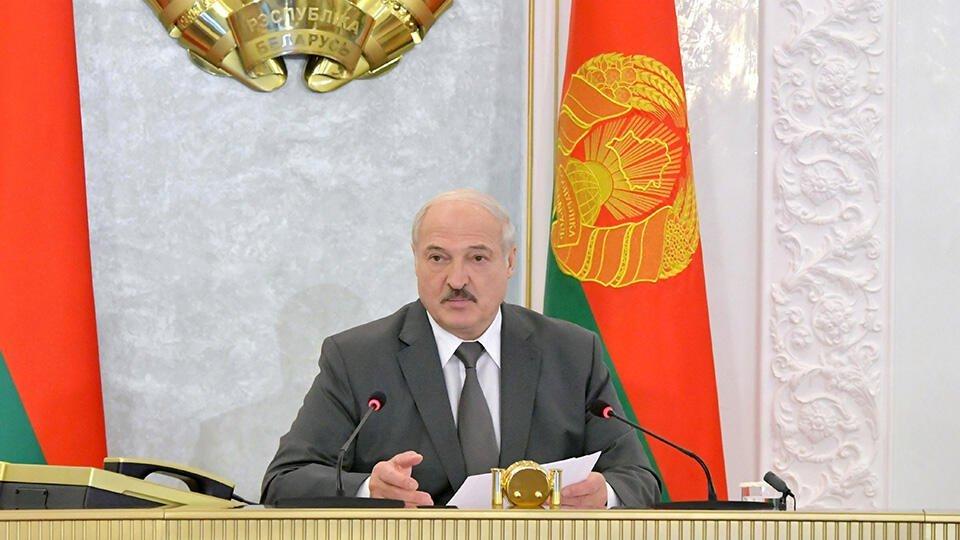 Лукашенко обвинил ряд СМИ и соцсетей в попытке посеять рознь в стране