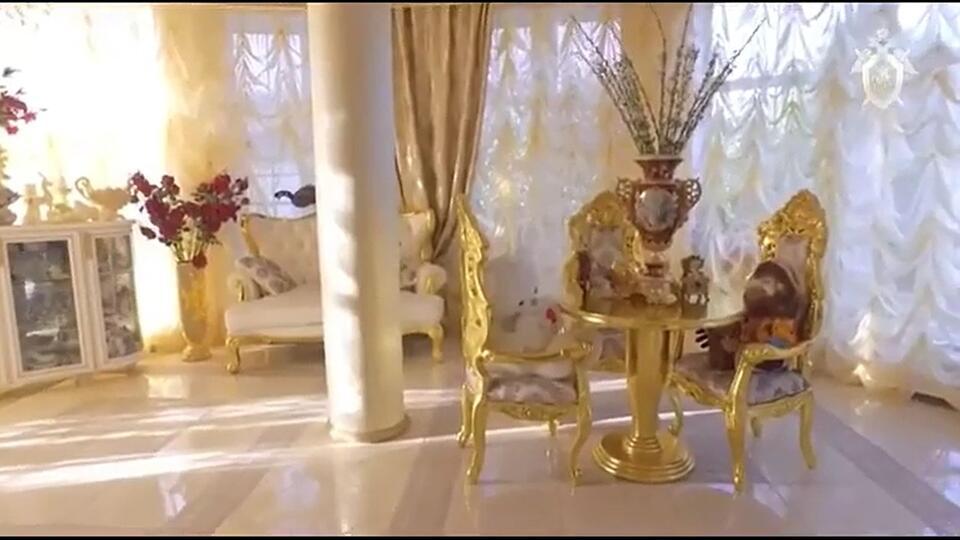 СК показал видео из золотого особняка главы ставропольского ГИБДД