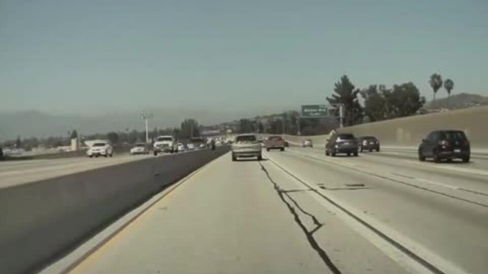 Автопилот Tesla спас машину от ДТП