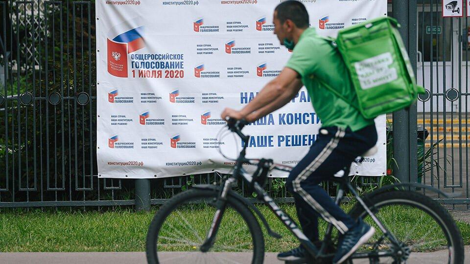 Памятник курьеру-герою самоизоляции появился в Москве