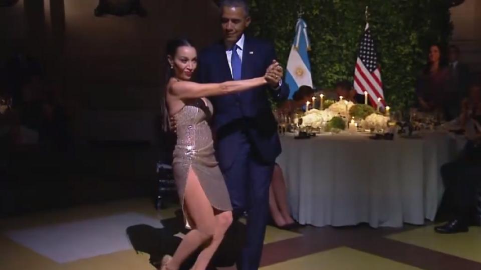 """Знойная танцовщица """"отбила"""" Обаму у жены во время его визита в Аргентину (фото)"""