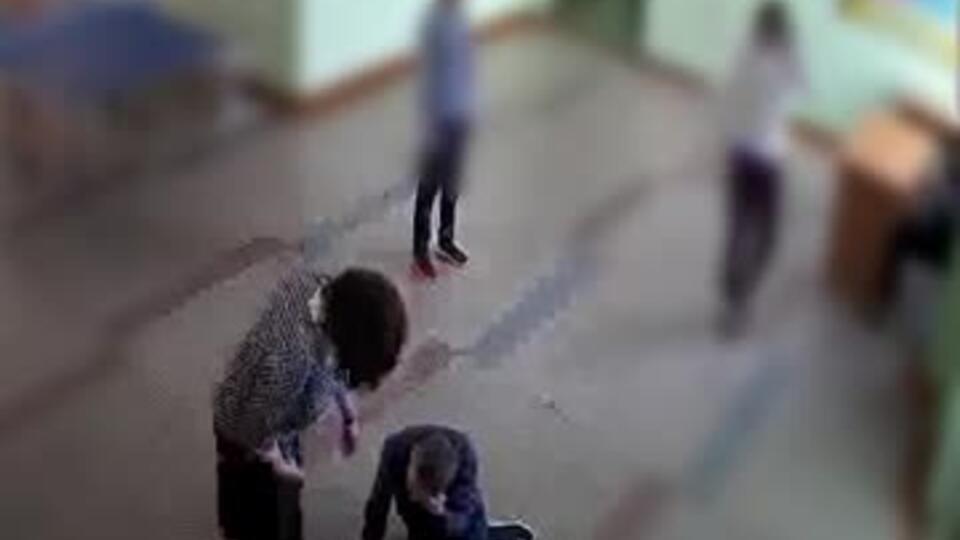 Шестиклассники избили школьника до реанимации из-за наушников