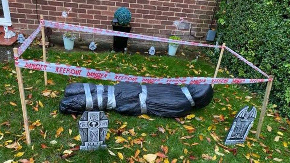 Соседи вызвали полицию в дом женщины, выбросившей в мешке труп