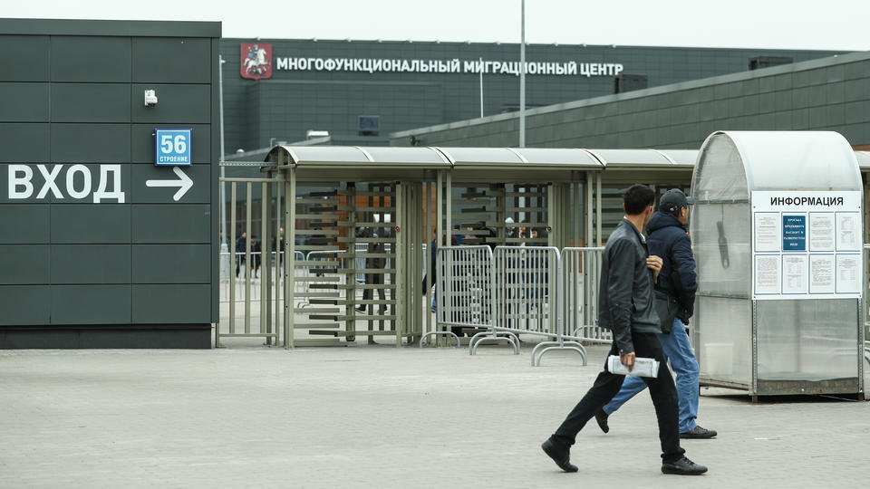 Путин продлил до 30 сентября срок временного пребывания мигрантов в РФ