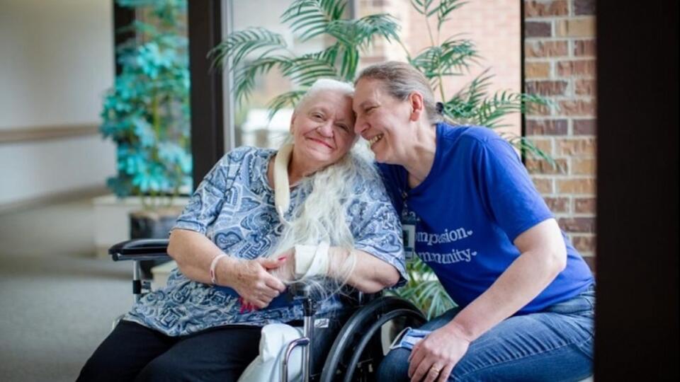 Сестры нашли друг друга спустя 50 лет благодаря коронавирусу