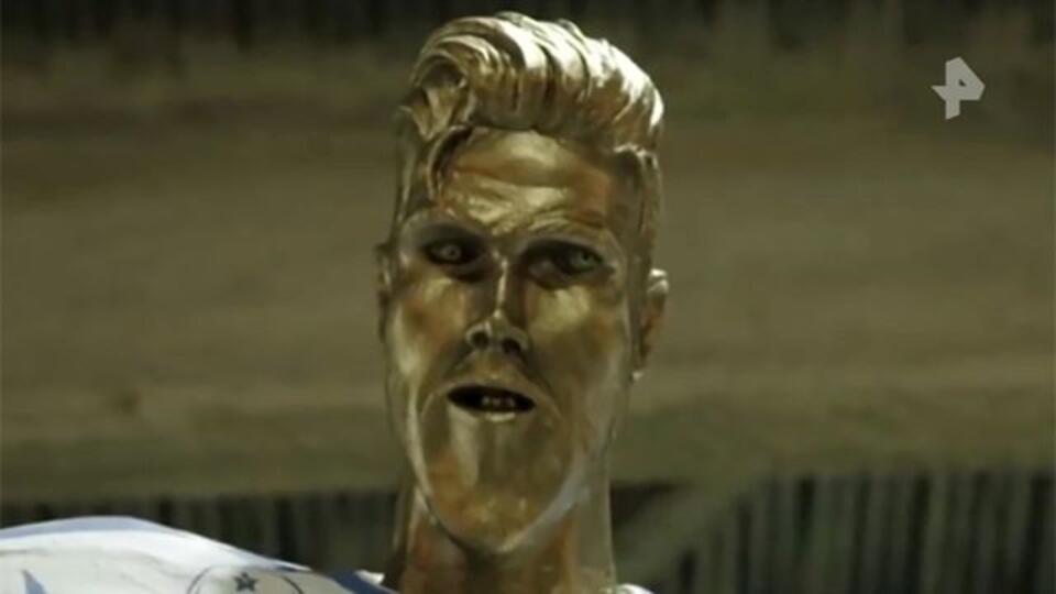 Бекхэма напугала собственная некрасивая статуя