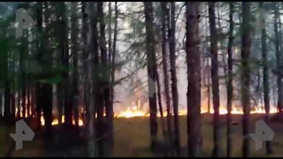 В Батагае лесные пожары подобрались к нефтебазе