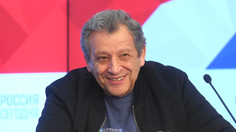 Он дарил людям улыбки: звезды почтили память Грачевского