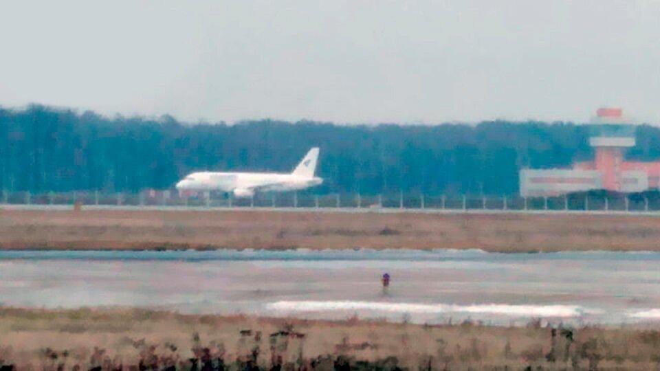 Названы возможные причины посадки SSJ-100на недостроенную полосу