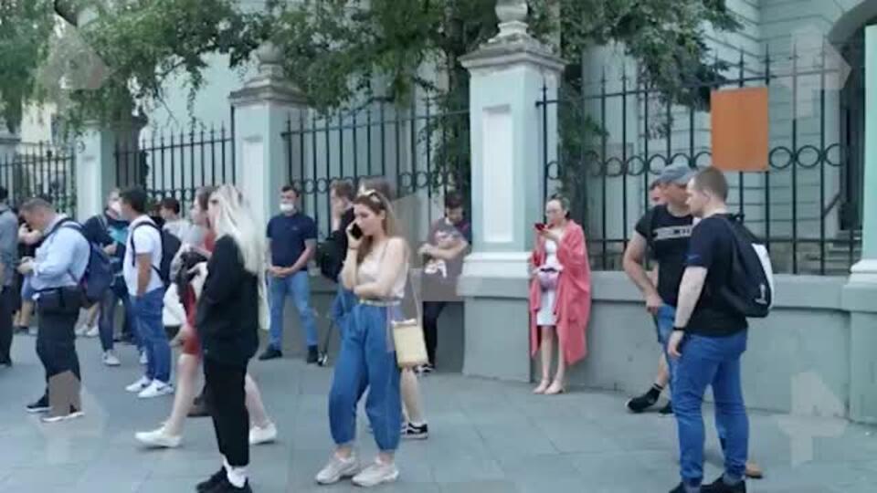Одиночные пикеты начались у посольства Белоруссии в Москве