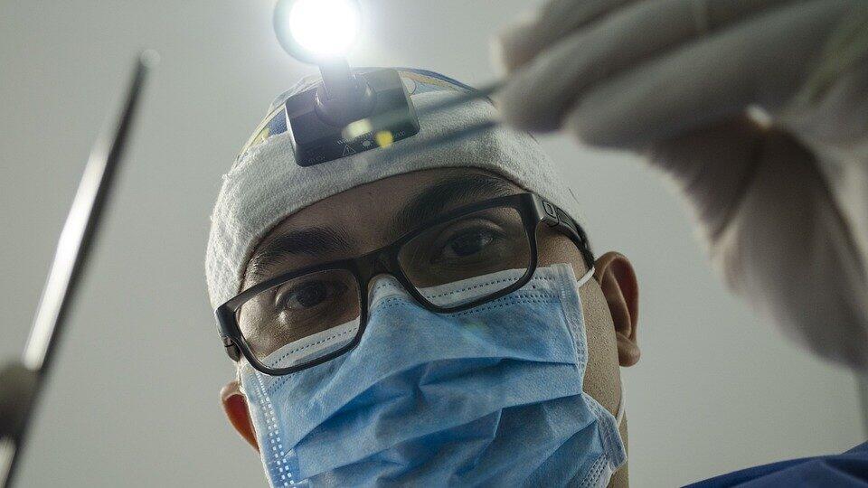 Мужчина умер в больнице через две недели после удаления зуба мудрости
