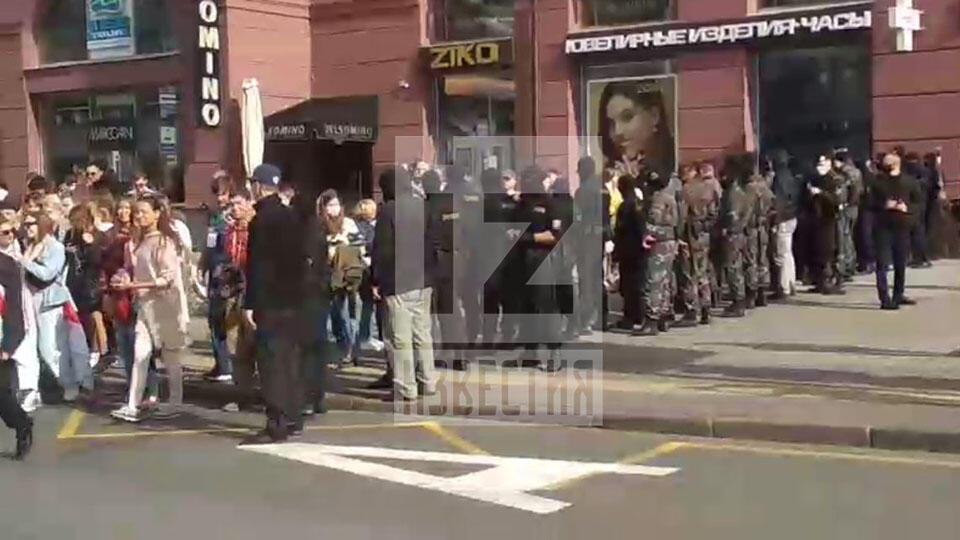 Стена ОМОНа не смогла преградить путь тысячам студентов в Минске