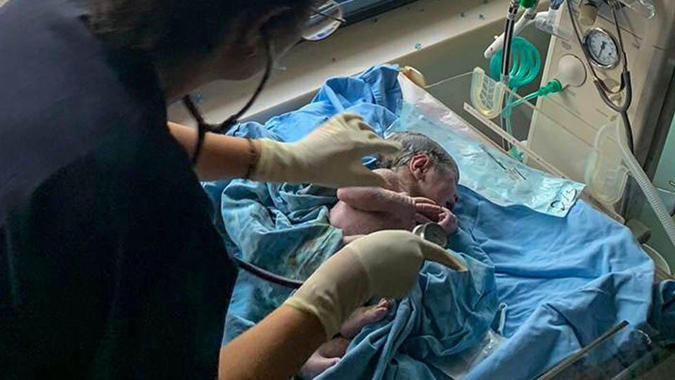 Врач рассказала о здоровье младенцев, рожденных женщинами с COVID-19