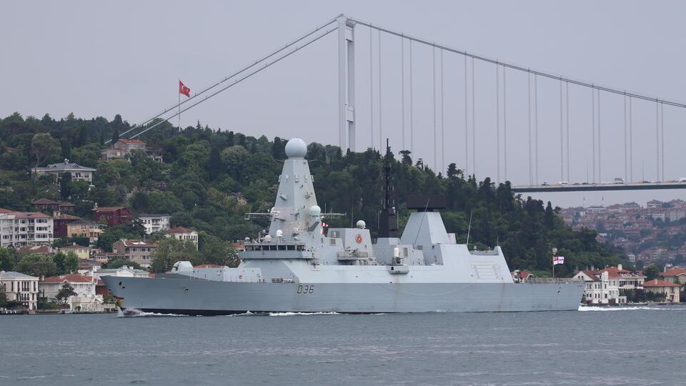 Британия попыталась оправдаться за инцидент с эсминцем Defender