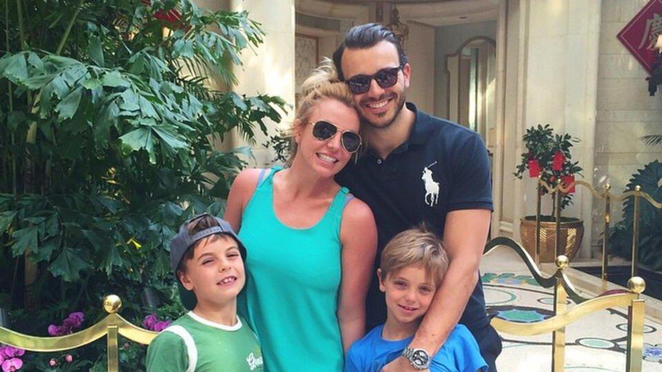 Бывший муж Бритни Спирс отреагировал на ее помолвку: Очень рад
