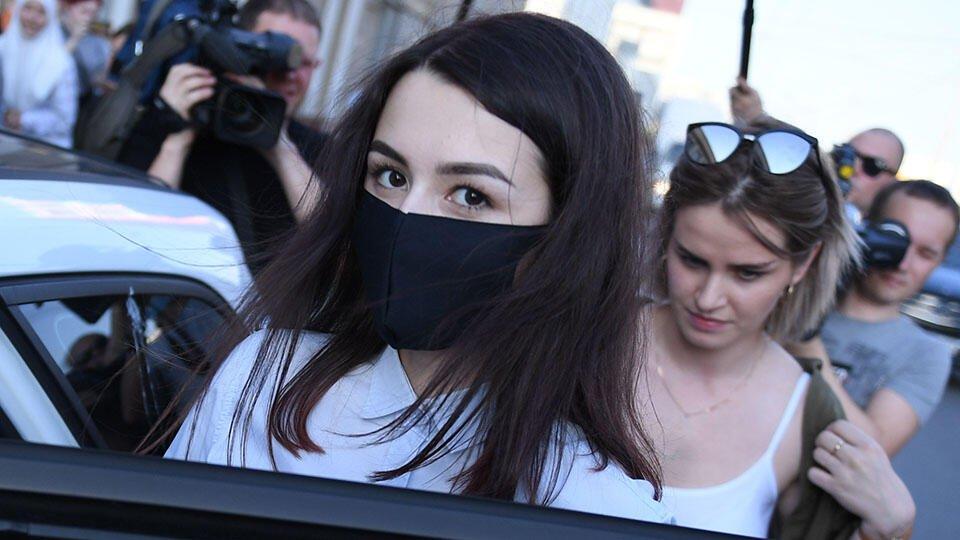 Суд продлил двум сестрам Хачатурян запрет на ряд действий