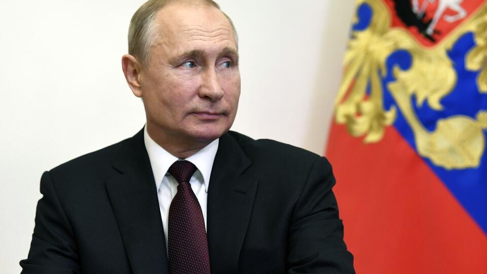 Путин призвал не драматизировать ошибки при выплатах медикам