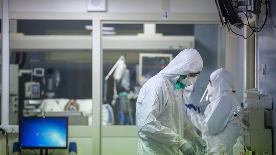 Медики связали риск заражения коронавирусом с лишним весом