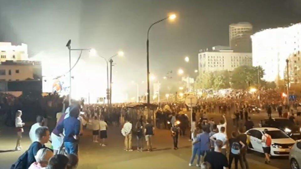 Милиция применила газ для разгона протестующих в центре Минска