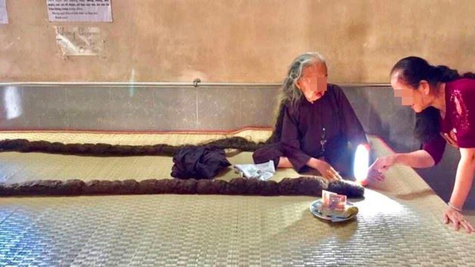 """Фото: """"вьетнамская Рапунцель"""" не мыла и не стригла волосы 64 года"""