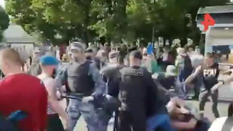 Видео: драка произошла в парке Горького в День ВДВ