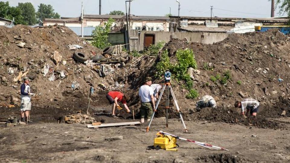Старинную часовню обнаружили на месте свалки в Петербурге