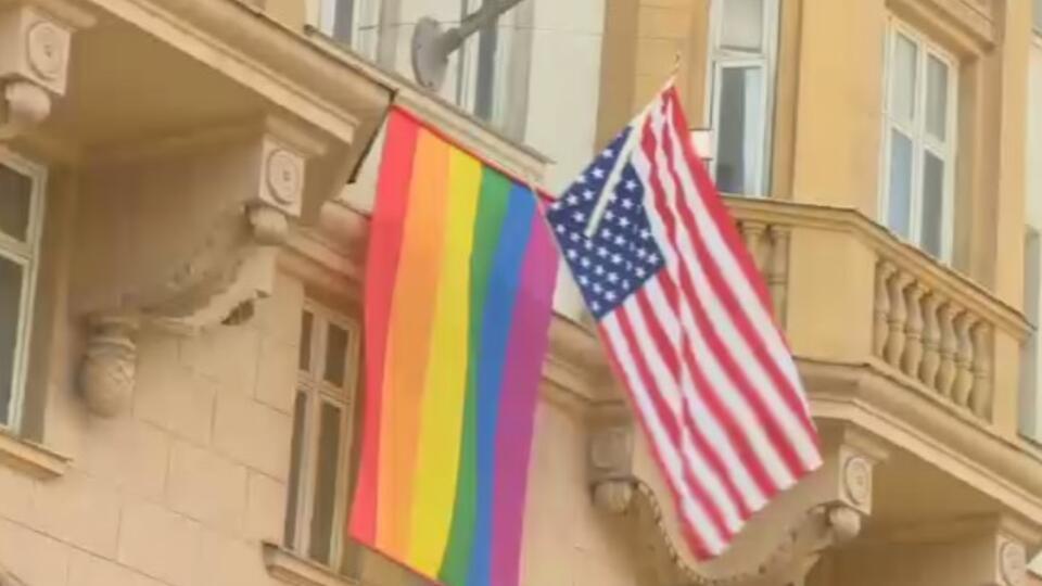 Нерадужный кризис: зачем Запад агрессивно продвигает ЛГБТ-идеи в РФ