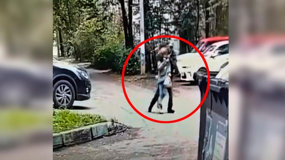 """Соседка, спасшая девочку от Распутина: """"Страшно, что все шли мимо"""""""