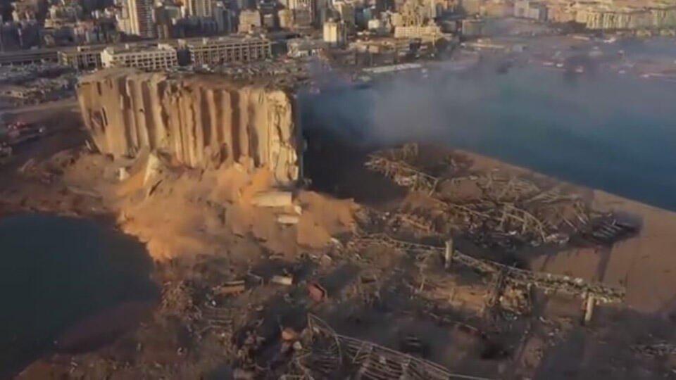 Халатность назвали возможной причиной мощного взрыва в Бейруте