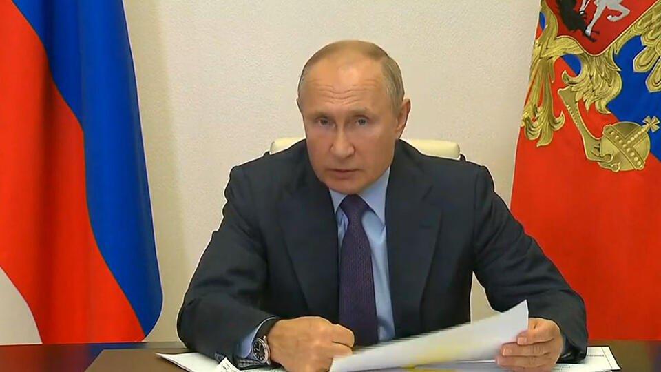 Путин: Регионы должны быть готовы к любому развитию ситуации с COVID